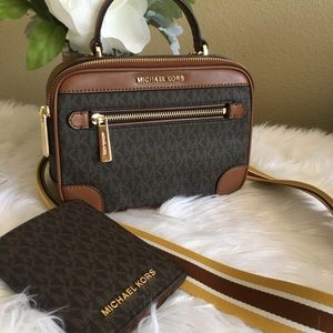 Michael Kors Crossbody Bag & passport case/wallet